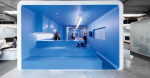 thumbs_blue-room-iheartmedia-architecture-information-beneville-studios-boy-winner-large-media-tech-office-1215.jpg.770x0_q95